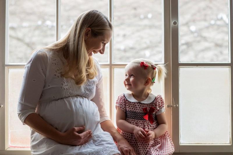 Schwangerschafstfotos München mit Schwester