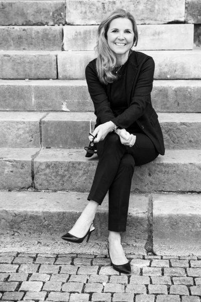 Businessfotos München schwarzweiss sitzende Frau