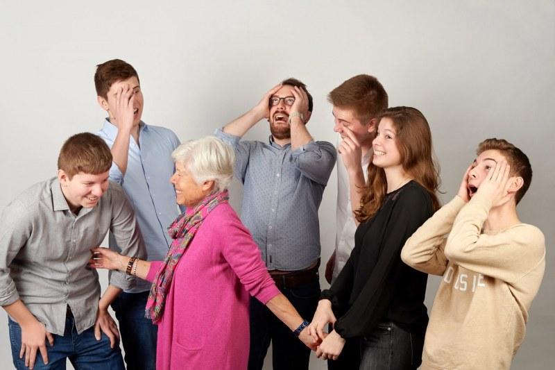 Familienfotos München Gruppenaufnahme Oma mit Enkel
