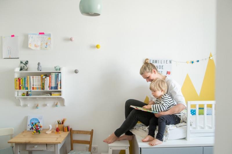 Familienfotos München Mutter mit Kind zu Hause