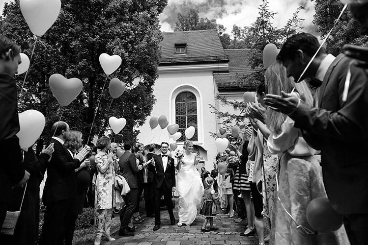 Hochzeitsfoto vom Auszug