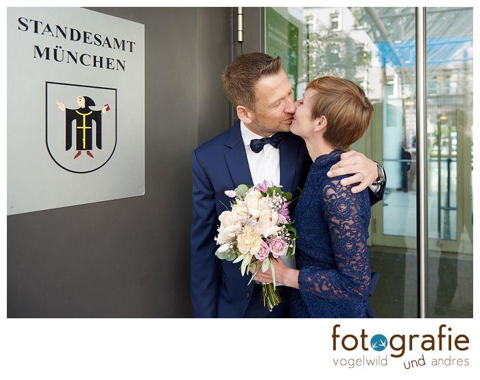 Hochzeitsfotos vorm Standesamt München
